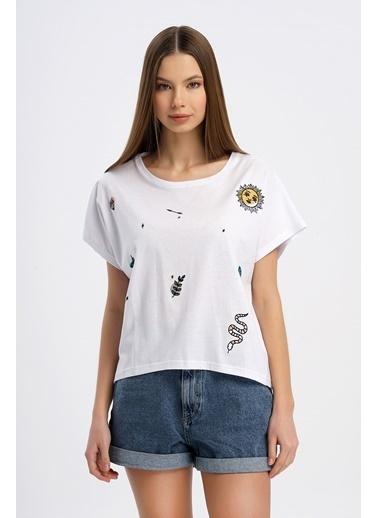 Nismia Spiritüel Nakışlı Tshirt Beyaz